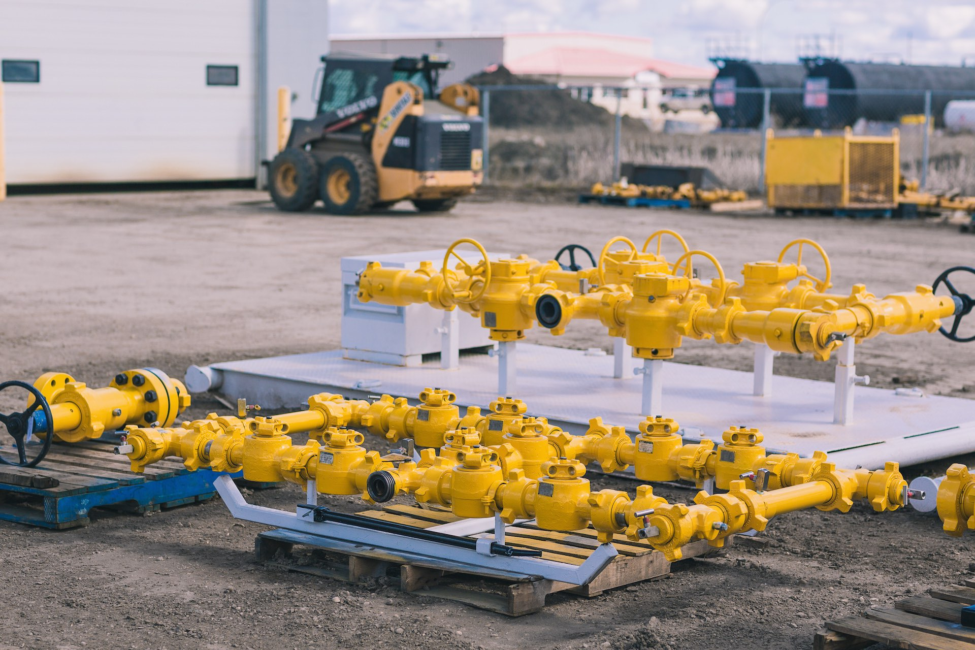 Top pros of renting quality oilfield equipment